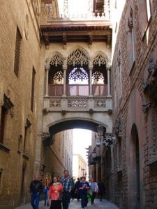 What to do in Barcelona in 2 days: go under the bridge on Carrer Bisbe
