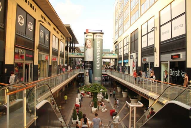 Find the best shopping mall! Barcelona has a wide range of indoor and outdoor shopping centers.
