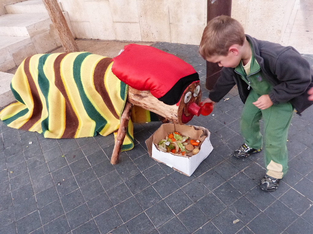How to Care For Your Caga Tió (Catalan Pooping Christmas Log ...