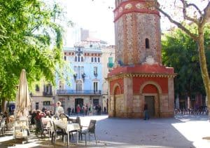 Activities for kids in Barcelona: chilling in a public square